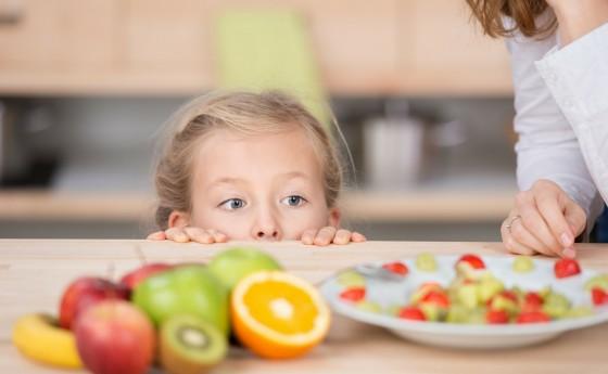 Cómo conseguir que los niños coman verdura, pescado y fruta