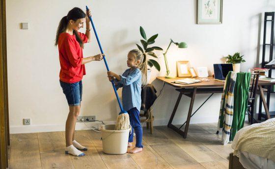 Tareas domésticas para niños: cómo implicarles