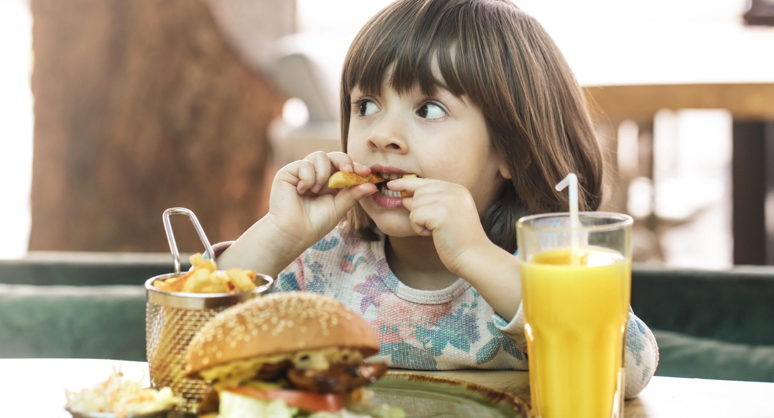 El menú infantil de los restaurantes no es saludable